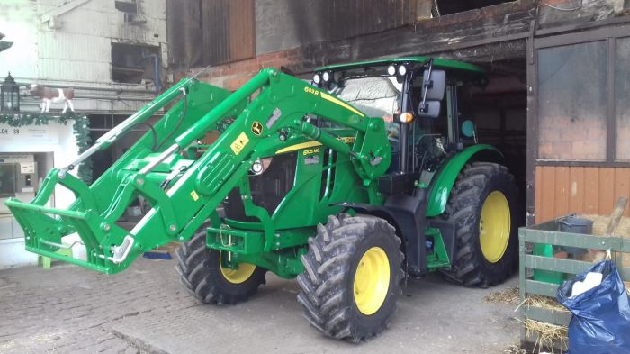 Übergabe JOHN DEERE 6115MC Traktor