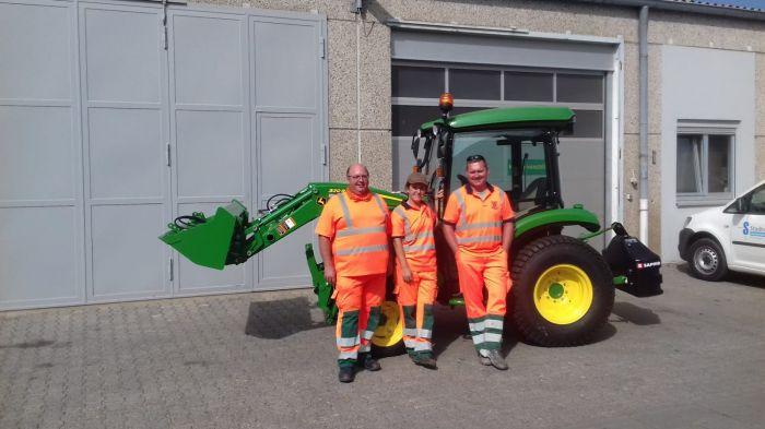 Übergabe JOHN DEERE Kompakttraktor 3045R an die Stadtwerke Dietzenbach