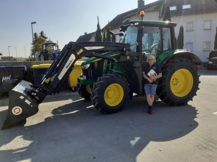 Übergabe JOHN DEERE 6090M Traktor