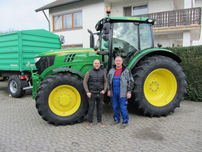Wir übergaben einen neuen JD 6145 R an Kunde Friedrich Föll.