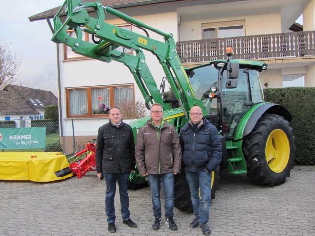 Dieser Tage übergaben wir an den Obsthof Spinner einen neuen JD 5100 R !!!