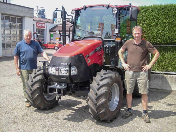 Familie Henselmann und Ihr neuer Case-IH Farmall 75 C