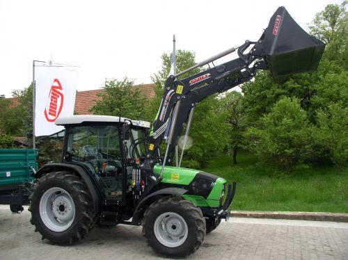 Deutz-Fahr Agroplus 410 GS mit Pühringer Kipper an die Familie Arnold übergeben
