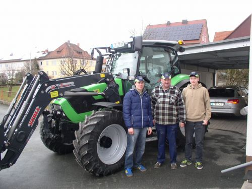 Deutz-Fahr Agrotron K420 an die Familie Böhmer Unterneuses ausgeliefert