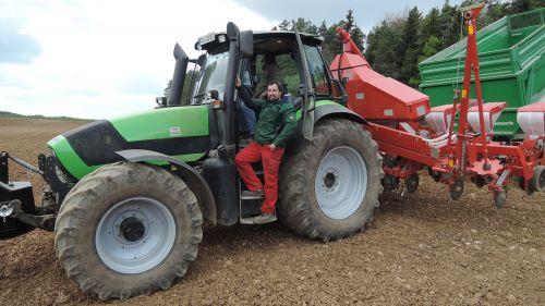 Kverneland 8-reihiges Maissägerät für Familie Distler in Gößmannsberg