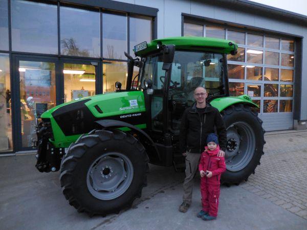 Deutz-Fahr 5090.4 G Plus GS an die Familie Merz aus Oberzaunsbach übergeben
