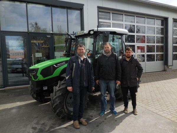 Deutz-Fahr 5090.4 D GS an die Familie Jentsch aus Hagenbach übergeben