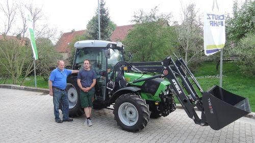 Deutz-Fahr Agroplus 410 F an Familie Strauß in Egloffstein ausgeliefert