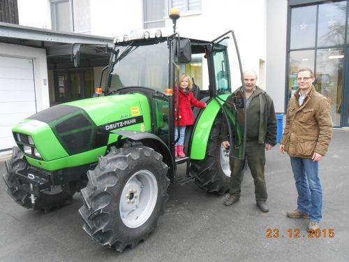 Neuer Deutz-Fahr Agrolux 310 mit Kabine und Heckcontainer an Herrn Windisch