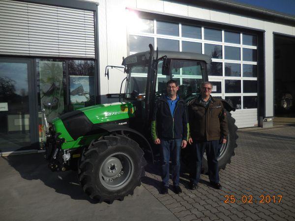 Deutz Fahr 5070 D Ecoline an Josef Gebhardt aus Kirchehrenbach übergeben