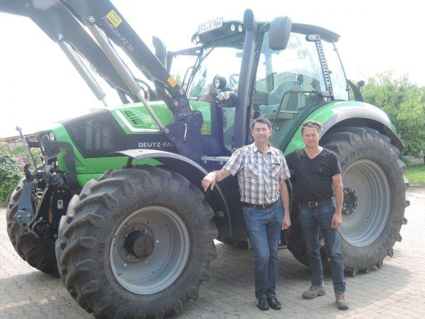 Deutz Fahr Agrotron 6180 TTV mit Stoll FZ 50 an Pferdehof Amon übergeben