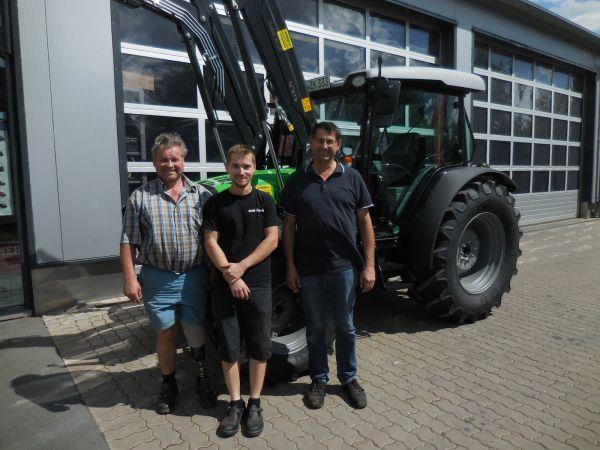 Deutz-Fahr Schlepper 5090.4 D GS an die Familie Zitzmann Löhlitz übergeben