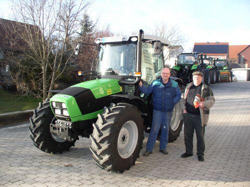 Deutz-Fahr Agrofarm 420 GS an die Familie Förster in Büchenbach übergeben