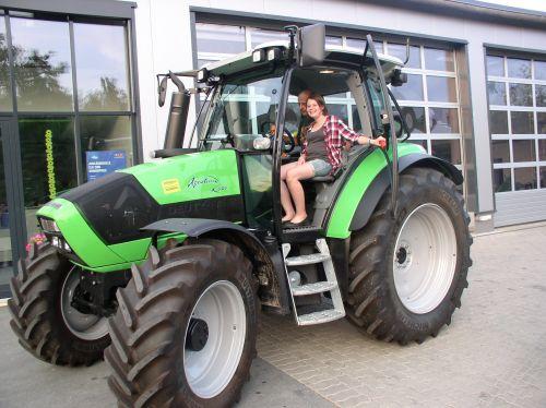 Deutz-Fahr Agrotron K420 Profiline an die Familie Häfner in Kunreuth