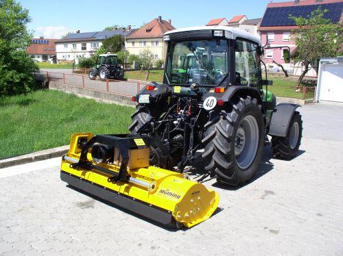 Deutz-Fahr Agroplus 410 und MüthingMUH220 an die Familie Hofmann Reuth übergeben