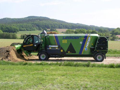Faresin Futtermischwagen an die Familie Hollfelder in Litzendorf übergeben