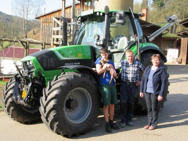 Neuer Deutz Fahr Agrotron 6180 TTV an Fam. Brütting aus Kosbrunn übergeben