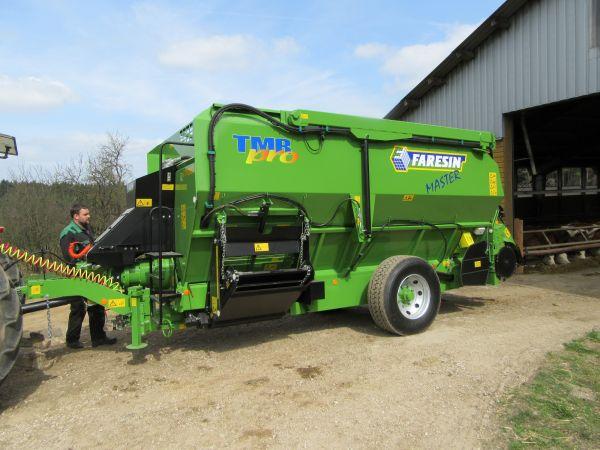 Neuer Faresin Fräsmischwagen TMR 1700 an Fam. Wunder aus Voigendorf übergeben