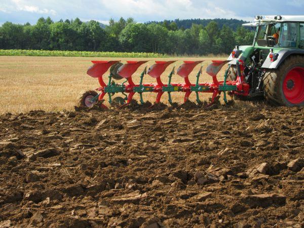 Neuer Kverneland EG 85/200 5-furchig an die Herzing GbR aus Büchenbach übergeben