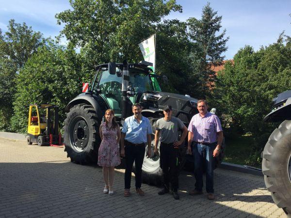 Deutz-Fahr Agrotron 7250 TTV Warrior an LFD Hofmann Kirchahorn übergeben
