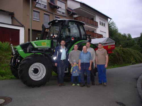 Agrotron TTV 420 mit Kverneland Düngerstreuer CL 1550 EW für die Familie Ohlmann