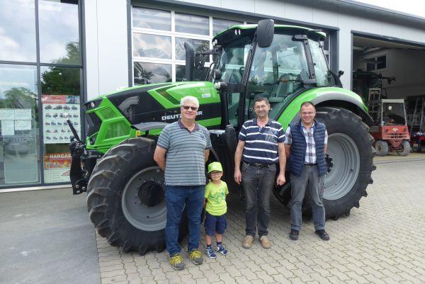 Deutz-Fahr 6185 TTV an die Familie Förtsch aus Leesten übergeben