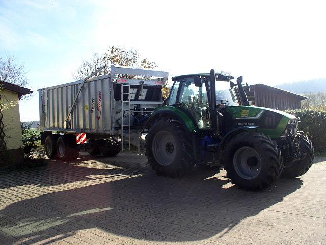 Agrotron 6180P an die Familie Schatz in Hochstahl ausgeliefert