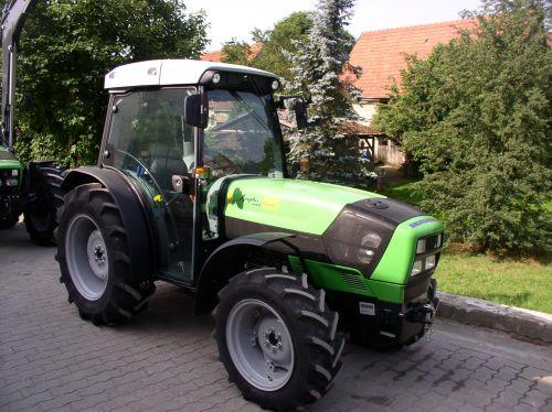 Deutz-Fahr Agroplus 410 F ausgeliefert an die Brennerei Weisel Mittelehrenbach