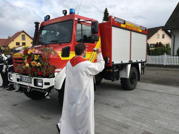 Übergabe Feuerwehrunimog U4023 an Rheinsheim