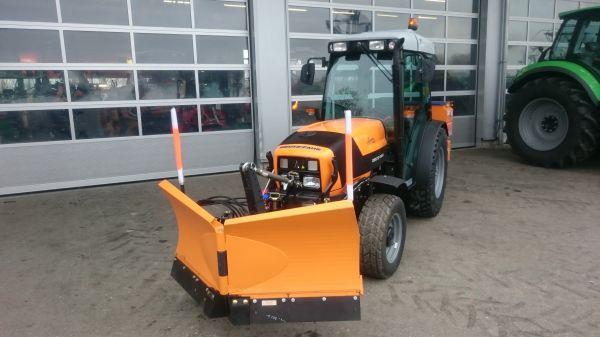 Deutz Fahr Agroplus 320 S In Komunal Ausstattung