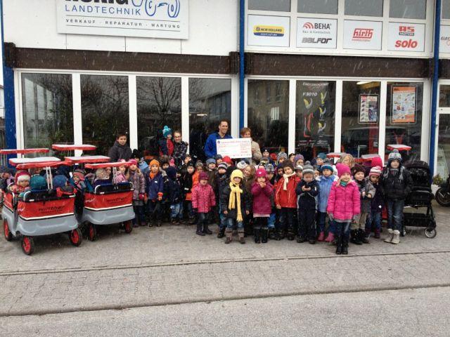 Spendenübergabe an den Kindergarten Regenbogen in Bischweier
