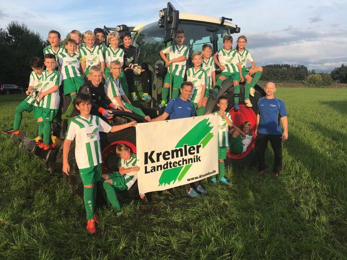 Die Firma Kremler ist stolzer  Hauptsponsor  der E-Jugend vom TSV Oberreitnau.
