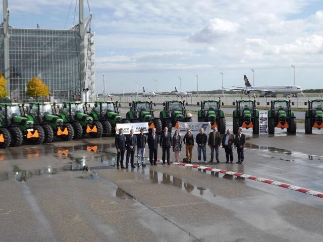Schlepperübergabe an die Firma Parolex am Flughafen München