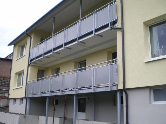 Balkon aufgeständert und vorhanden